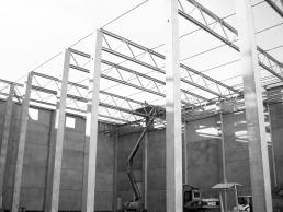 Planung und Errichtung einer Tiefkühlhauserweiterung mit Büro auf dem Großmarkt von Berlin.
